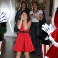 Larissa Manoela se emociona com festa de aniversário surpresa de 17 anos