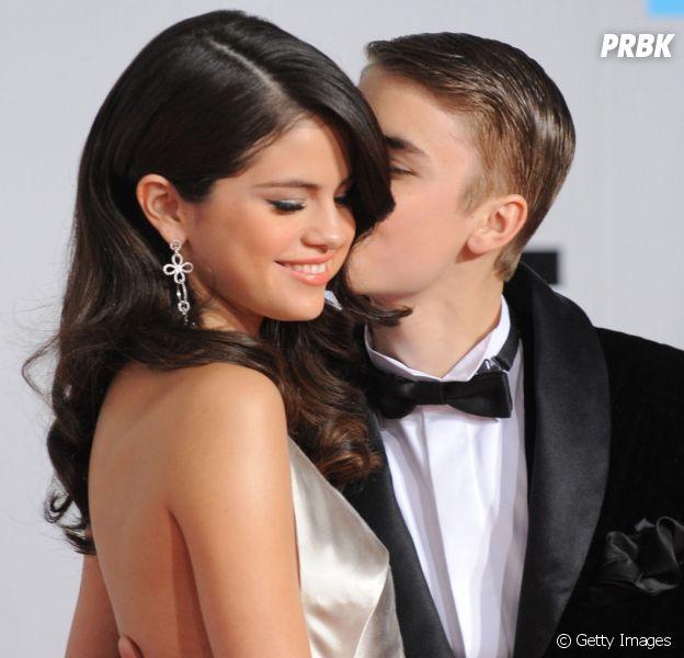 Justin Bieber e Selena Gomez são fotografados saindo de aula de pilates
