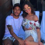 """Bruna Marquezine posa com Neymar Jr. e filho e fãs comentam: """"Família que fala, né?"""""""