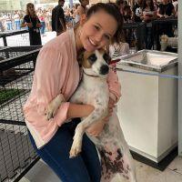 "Larissa Manoela adota cadela do Instituto Luisa Mell: ""Apaixonada pela minha nova peluda"""