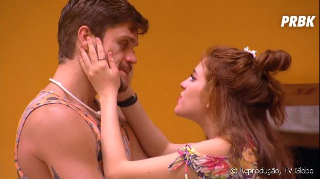 """No """"BBB18"""", Breno e Ana Clara têm DR e se beijam"""