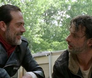 "Em ""The Walking Dead"": Rick (Andrew Lincoln) e Negan (Jeffrey Dean Morgan) se enfrentam em novo trailer"