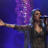 """Sandy desbanca P9, quebra recorde com clipe de """"Escolho Você"""" e vira rainha do Vevo"""