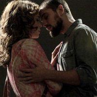 """Na novela """"Império"""": Cristina e Vicente não resistem e se beijam"""