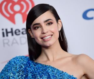 "Sofia Carson diz que sempre amou ""Pretty Little Liars"", antes mesmo de ser confirmada no spin-off ""The Perfectionists"""