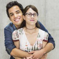 """Novela """"Malhação"""": Benê (Daphne Bozaski) ajuda Guto (Bruno Gadiol) com audição para universidade"""