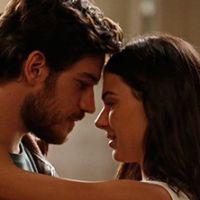 """Novela """"Boogie Oogie"""": Rafael e Sandra dançam juntinhos em clima de romance"""