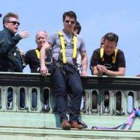 """Filme """"Missão Impossível 5"""": Tom Cruise surge pendurado em fotos de bastidor"""
