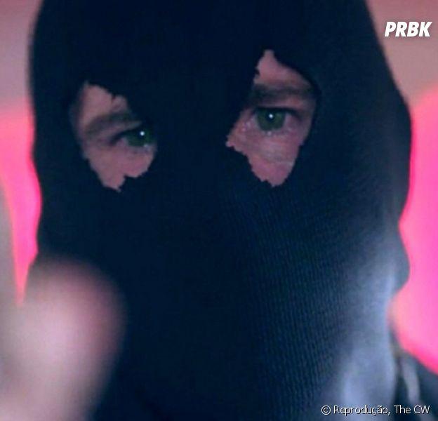 """Em """"Riverdale"""", o Black Hood não morreu e já fez mais uma vítima!"""