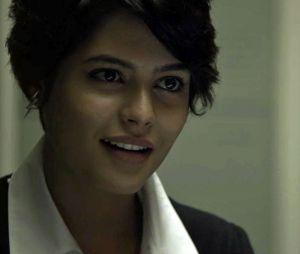 """Em """"O Outro Lado do Paraíso"""": Adriana (Julia Dalavia) pede para que Patrick (Thiago Fragoso) fique com ela depois de sua cirurgia"""