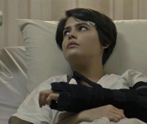 """Em """"O Outro Lado do Paraíso"""": depois de passar pelo transplante de rim, Adriana (Julia Dalavia) decide convidar Patrick (Thiago Fragoso) para morar com ela"""