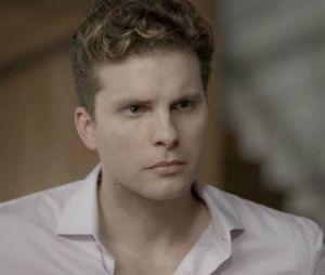 """Em """"O Outro Lado do Paraíso"""", Patrick (Thiago Fragoso) diz que vai pensar no convite de Adriana (Julia Dalavia) para que eles morem juntos"""
