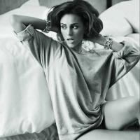 """Paolla Oliveira posa sensual e revela que às vezes quer """"mandar todo mundo à m*"""""""