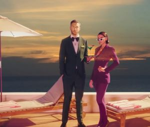 "Dua Lipa e Calvin Harris lançam videoclipe para ""One Kiss"""