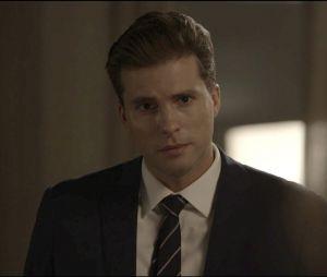 """Em """"O Outro Lado do Paraíso"""": Patrick (Thiago Fragoso) fica preocupado assim que descobre que Clara (Bianca Bin) está grávida"""