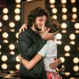 """Chay Suede pediu Laura Neiva em casamento durante o programa """"Amor e Sexo"""""""