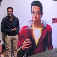 """Filme """"Shazam"""": primeiro poster de Zachary Levi como o herói é divulgado!"""
