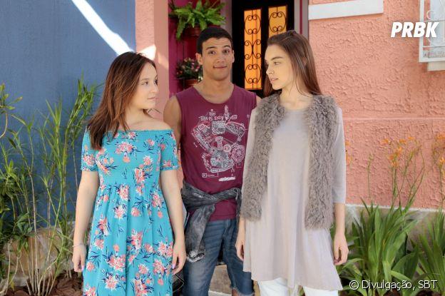 """Em """"As Aventuras de Poliana"""", as amigas Mirela (Larissa Manoela) e Raquel (Isabella Moreira) gostam de Guilherme (Lawrran Couto)"""