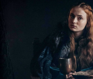 """Fãs de """"Game of Thrones"""" ficaram decepcionados com Sophie Turner por supostamente dar spoiler do final da série em nova tatuagem"""