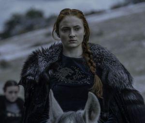 """Em entrevista, Sophie Turner explica que sua nova não tatuagem não é um spoiler do final de """"Game of Thrones"""""""