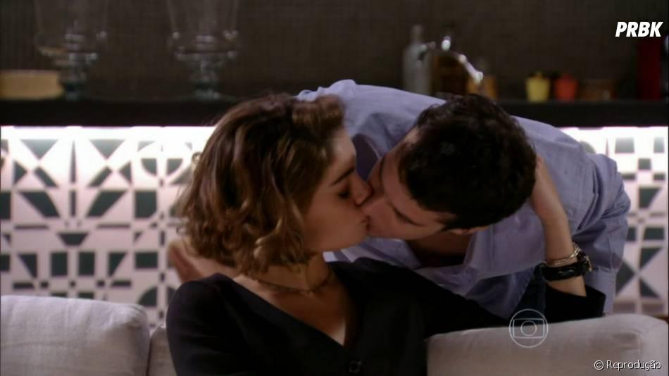 """Amora (Sophie Charlotte) já foi noiva de Maurício (Jayme Matarazzo) no início de """"Sangue Bom""""... Você lembrava disso?!"""
