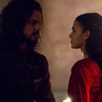 """Em """"Deus Salve o Rei"""", Afonso flagra Catarina prestes a cometer assassinato: """"Você é um monstro"""""""