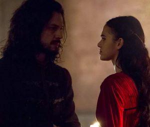 """Em """"Deus Salve o Rei"""", Afonso (Romulo Estrela) descobre que Catarina (Bruna Marquezine) foi responsável pela explosão da mina e prepara armadilha"""