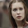 """Em """"Deus Salve o Rei"""", Amália (Marina Ruy Barbosa) descobre que sua mãe e seu pai se separaram no passado por causa de uma traição"""