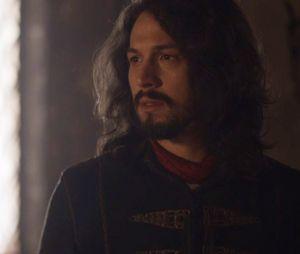 """Em """"Deus Salve o Rei"""", Afonso (Romulo Estrela) descobre que Catarina (Bruna Marquezine) o enfeitiçou e que filho não é dele"""