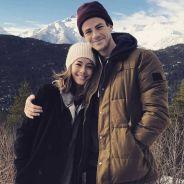 """Grant Gustin, de """"The Flash"""", diz que está casado com LA Thoma: """"Fizemos uma cerimônia em dezembro"""""""