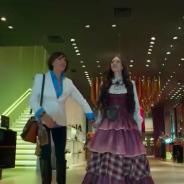 """Em """"O Tempo Não Para"""", Marocas adota novo estilo, mas a mãe não curte"""