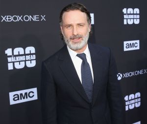 "Andrew Lincoln, de ""The Walking Dead"", ganha festa de despedida dos colegas de elenco"