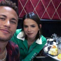 """Bruna Marquezine e Neymar Jr. fazem compras juntos e jogador reclama: """"Longo tempo esperando"""""""
