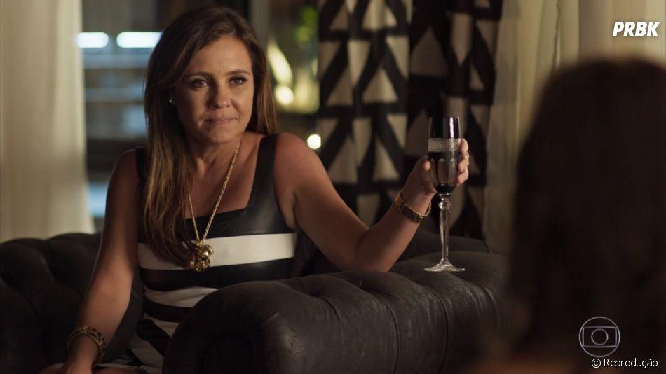 """Novela """"Segundo Sol"""": Laureta (Adriana Esteves) consegue dormir com Ícaro (Chay Suede) mais uma vez"""