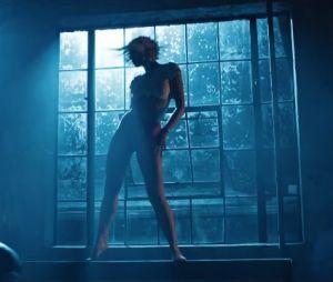 """Dua Lipa está toda suada numa festa no clipe de """"Electricity"""", parceria com Diplo e Mark Ronson"""