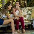 """Em """"Segundo Sol"""", Laureta (Adriana Esteves) já contou para Karola (Deborah Secco) que sofreu abuso quando era criança"""