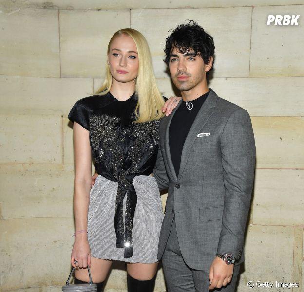 """De """"Game of Thrones"""": Joe Jonas revela que Sophie Turner não conta nenhum spoiler para ele"""