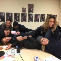 """Nos bastidores de """"Lúcifer"""": 12 histórias incríveis do elenco por trás das câmeras"""