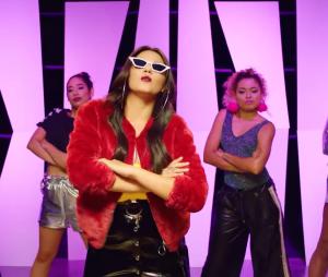 "Ex-Rebelde, Maite Perroni, arrasa no videoclipe de ""Bum Bum Dale Dale"""