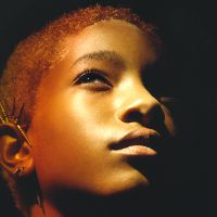 "Willow Smith lança single ""Your Love V2"" com som mais sombrio!"