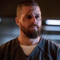 """Oliver finalmente foge da prisão em """"Arrow"""" e Stephen Amell adianta o que poderá acontecer agora"""