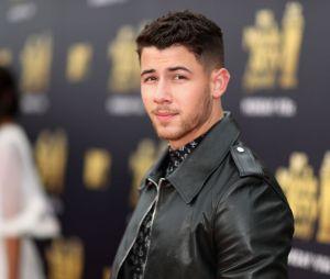 Nick Jonas ostenta nas festas de casamento com Priyanka Chopra