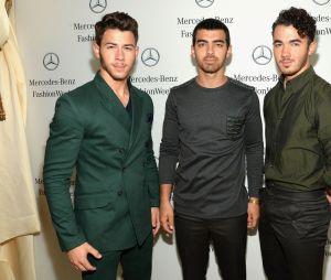 Confira os irmãos Jonas todos reunidos no casamento de Nick Jonas