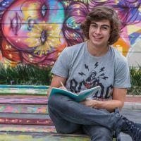 """Rafael Vitti, da novela """"Malhação"""", também ataca como poeta e quer lançar livro!"""