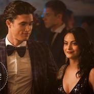 """Novas fotos de """"Riverdale"""" mostram Veronica, Josie e Reggie em um show de gala!"""