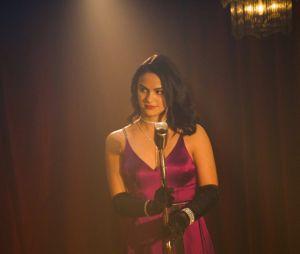 """Em """"Riverdale"""", Veronica (Camila Mendes) surge toda chique em nova foto"""
