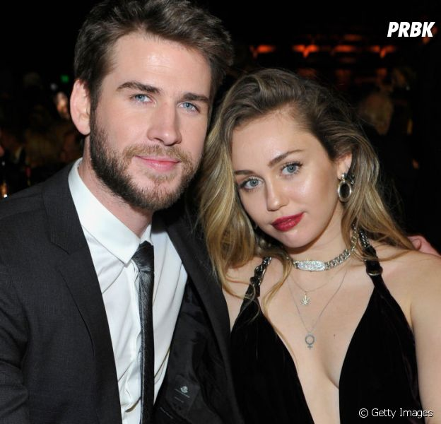 Miley Cyrus fica toda boba após ser chamada de esposa por Liam Hemsworth em evento