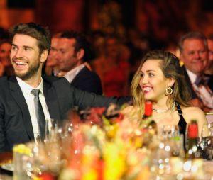 Miley Cyrus e Liam Hemsworth estão muito felizes, né?