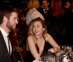 Miley Cyrus é muito apaixonada por Liam Hemsworth, né?