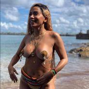 A Anitta divulgou as imagens do seu novo clipe com J Balvin e está impossível não passar pano!